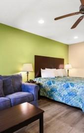 Commander Beach House Hotel